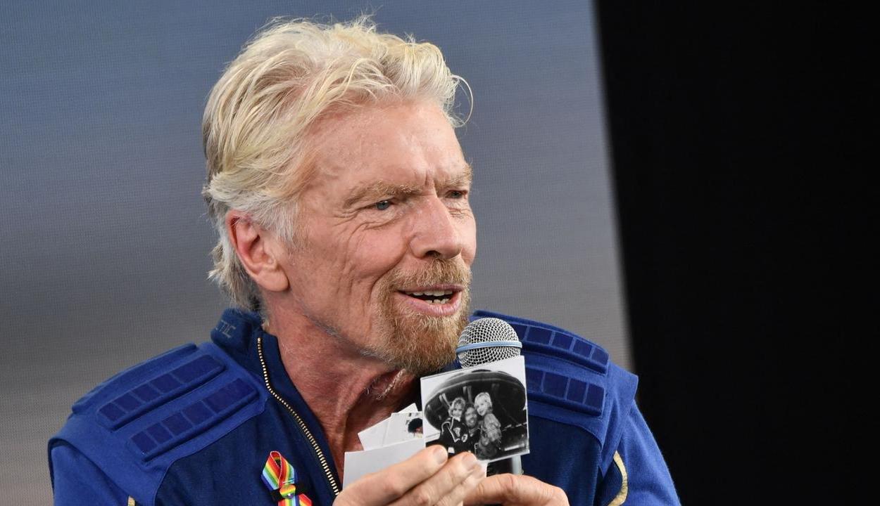 Sikeresen megjárta az világűrt Richard Branson angol milliárdos