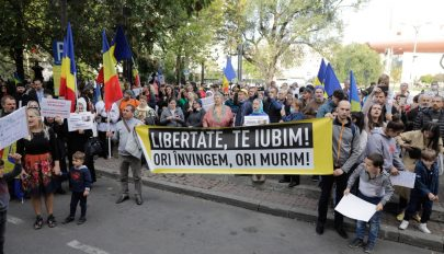 A beoltatlanokat érintő esetleges korlátozások ellen tüntettek Bukarestben