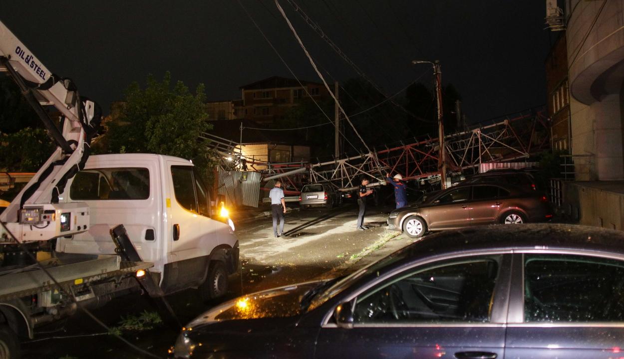 Fennakadásokat okozott a közlekedésben a kánikula és a viharos időjárás