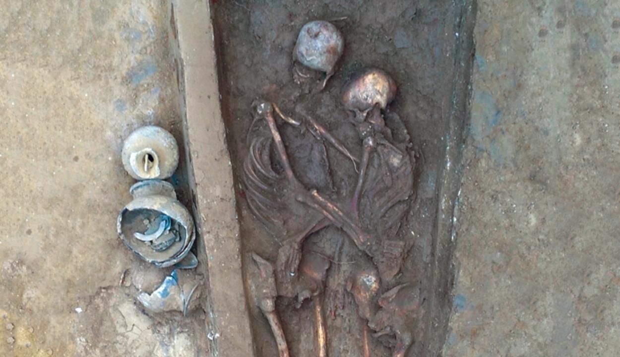 Több mint 1600 éve öleli egymást a szerelmespár