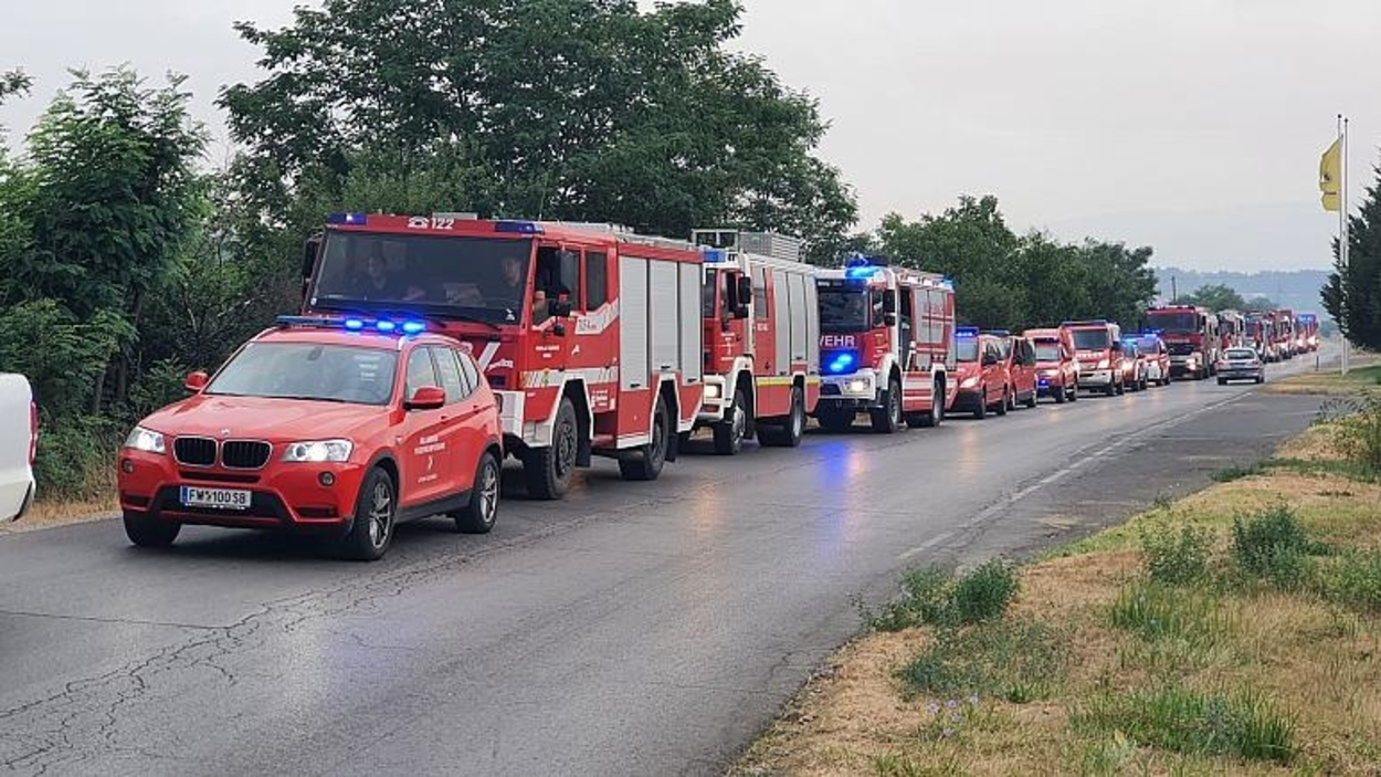 Tucatnyi európai ország segít a tűz elleni küzdelemben