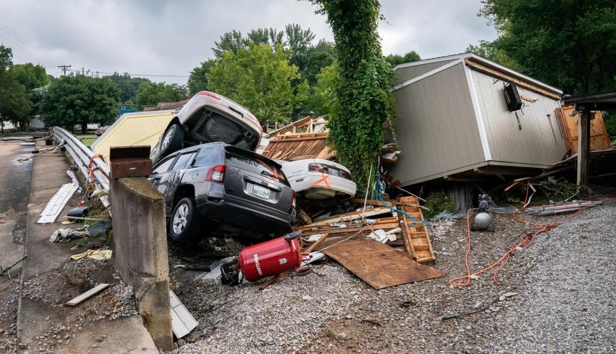 Csecsemőktől az idősekig szedett áldozatokat az áradás Tennessee-ben
