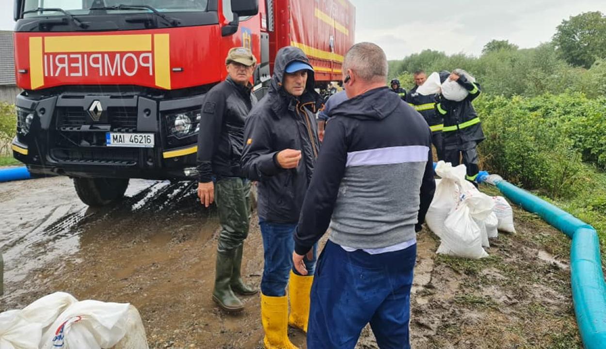 Több mint 140 lakóházat árasztott el a víz a kiadós esőzések után Brassóban