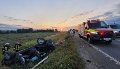Két személy meghalt, négyen megsérültek egy Brassó megyei balesetben