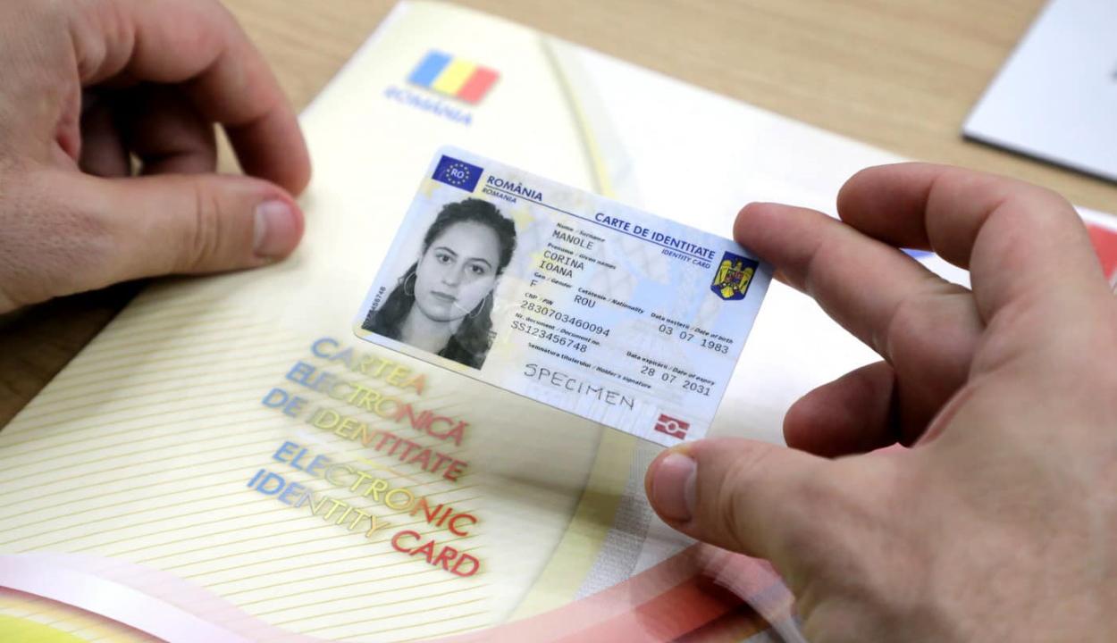 Bode: szeptemberben már átvehetők az első elektronikus személyi igazolványok