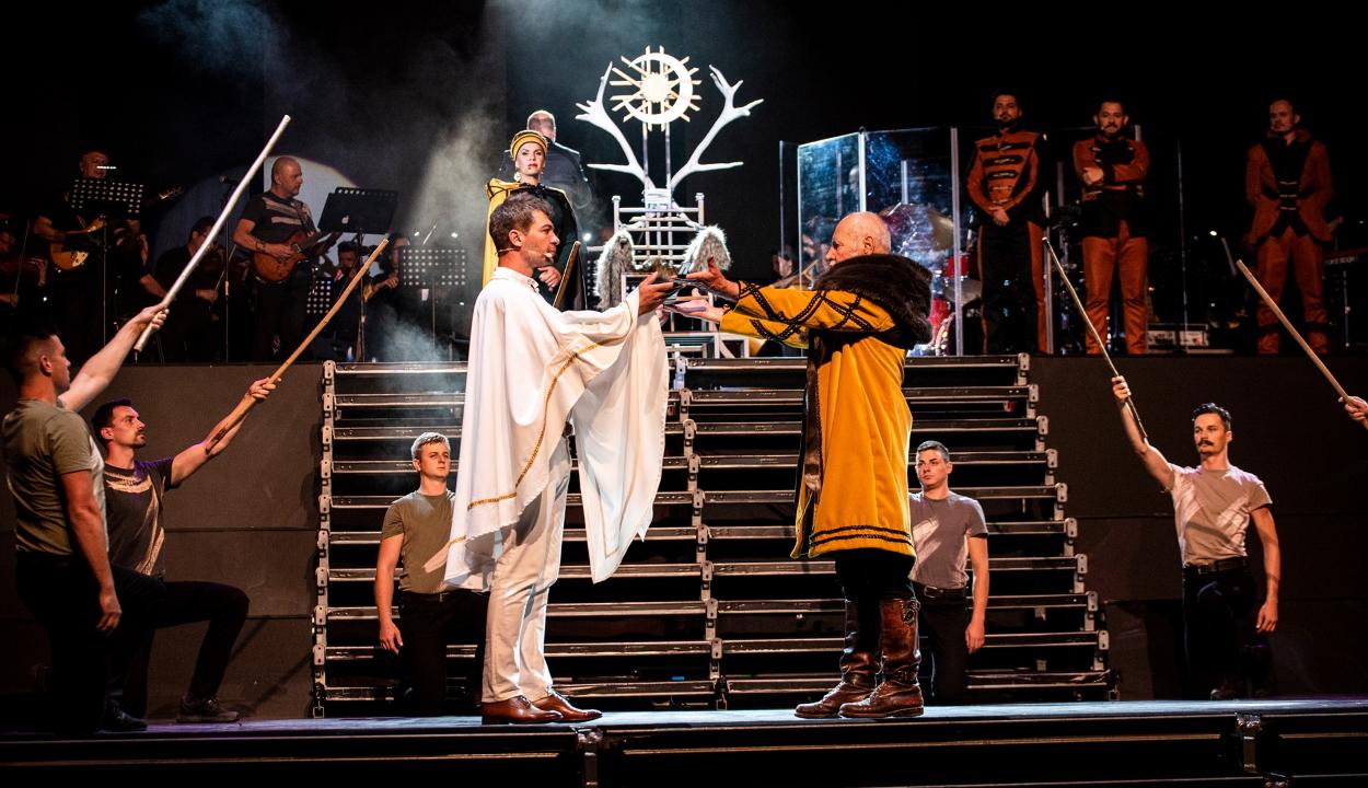 Bemutatták az István, a király rockoperát Sepsiszentgyörgyön