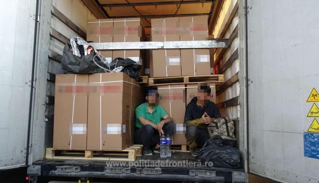 Szemeteszsákokban megbújt migránsokat fogtak el a román határrendészek