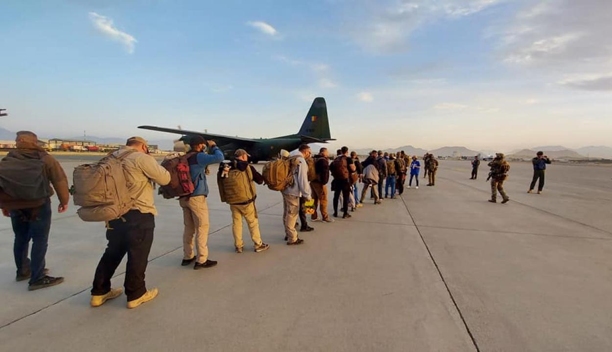 Kimenekítettek Kabulból 14 román és négy bolgár állampolgárt
