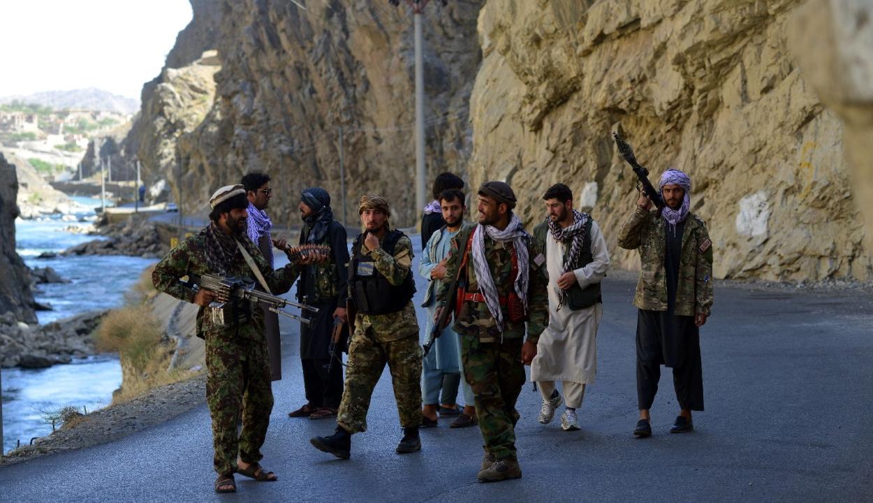 Küszöbön áll egy terrortámadás a kabuli repülőtéren