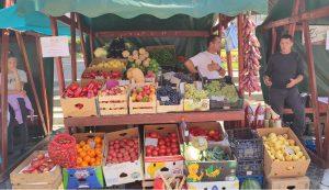 Egykoron az őszi zöldségeket a városközpontban megrendezett őszi vásáron szerezték be a kézdivásárhelyiek, most is üdítő látványt kínált Borican Levente standja