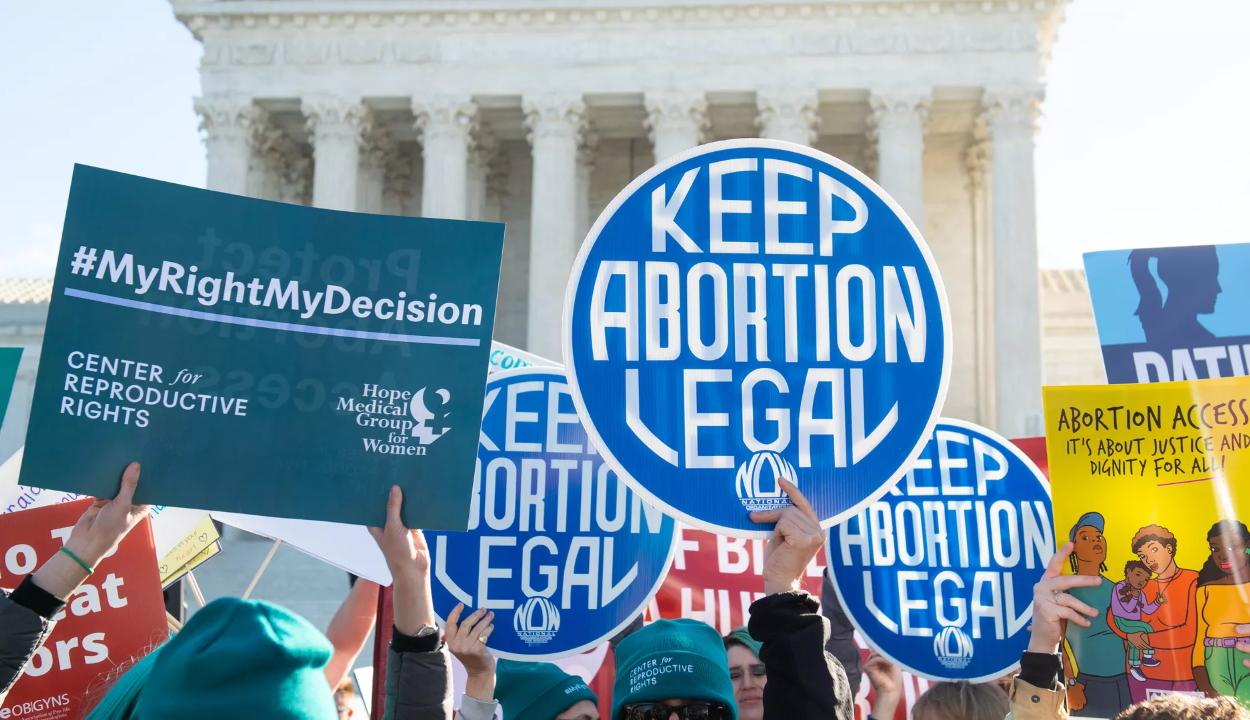 Texasban törvényben tiltják a terhesség hatodik hetétől az abortuszt