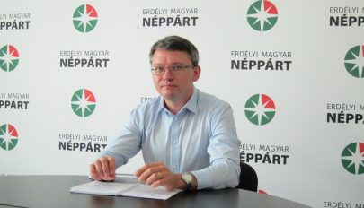 Újraválasztották az Erdélyi Magyar Néppárt elnöki tisztségébe Csomortányi Istvánt
