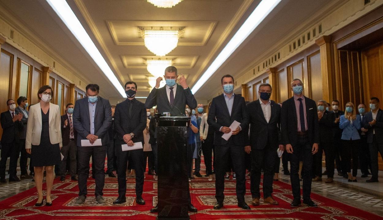Bejelentették lemondásukat az USR-PLUS miniszterei