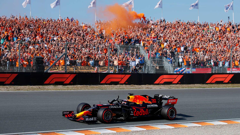 Forma-1: Verstappen győzött a hazai versenyén, és vezet az összetettben