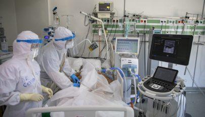 Újabb 12 Covid-beteget szállítanak pénteken Magyarországra