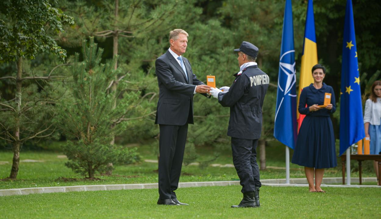 Iohannis kitüntette a görögországi tüzek megfékezésében segédkező egységek parancsnokait