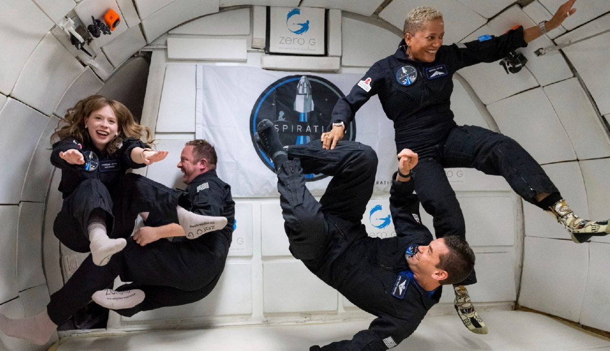 Történelmet írt a SpaceX utasa: először szólt ukulele a világűrben