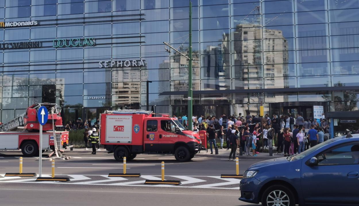 Tűz ütött ki a brassói AFI bevásárlóközpontnál, 36 személy kimenekült