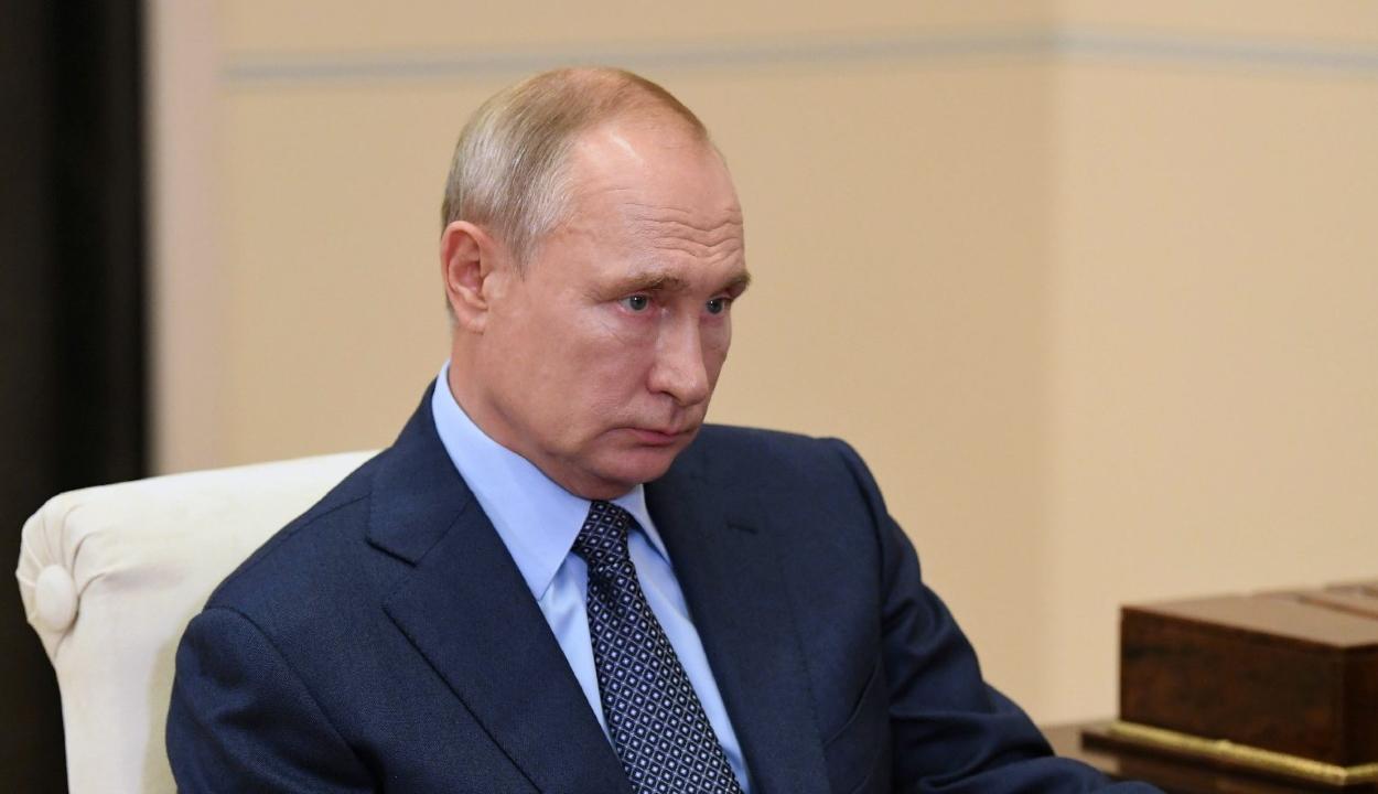 Karanténba vonul Putyin a környezetében történt koronavírusos esetek miatt