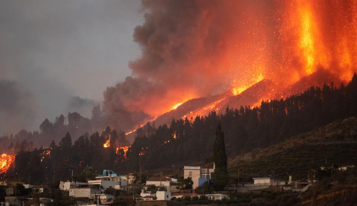 Kitört a kanári-szigeteki vulkán, ötezren kényszerültek elhagyni otthonukat