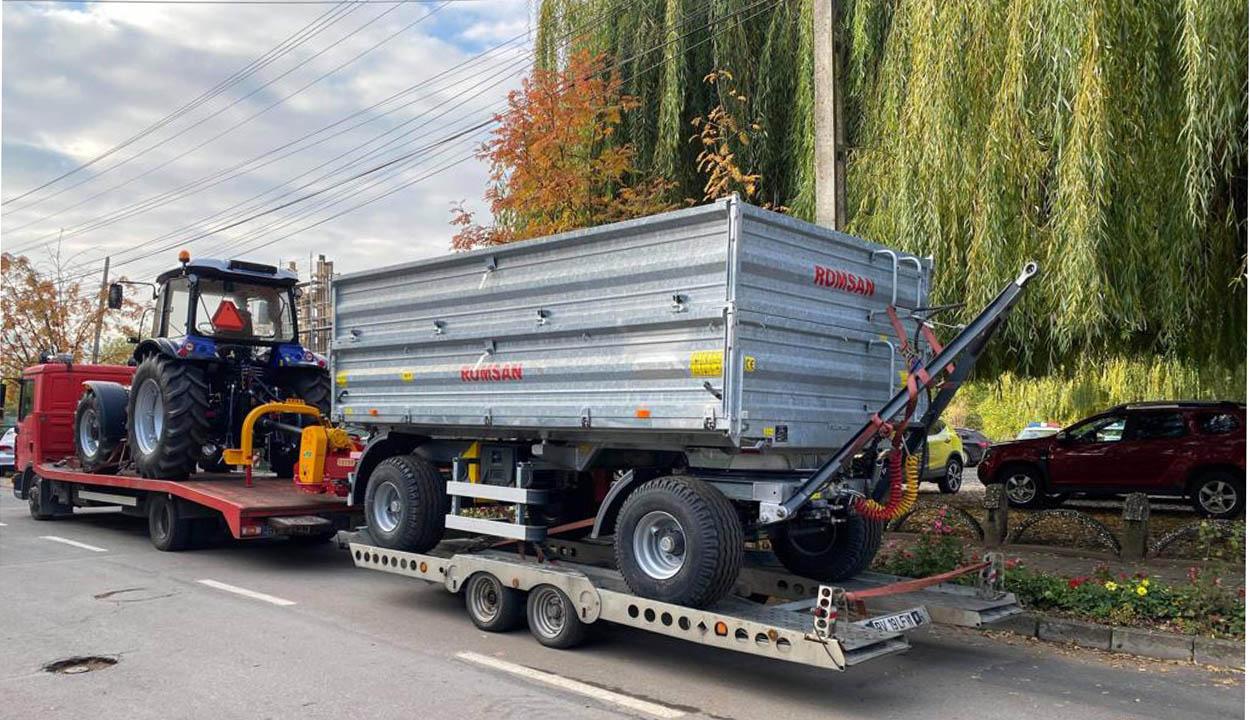Új traktor új eszközökkel
