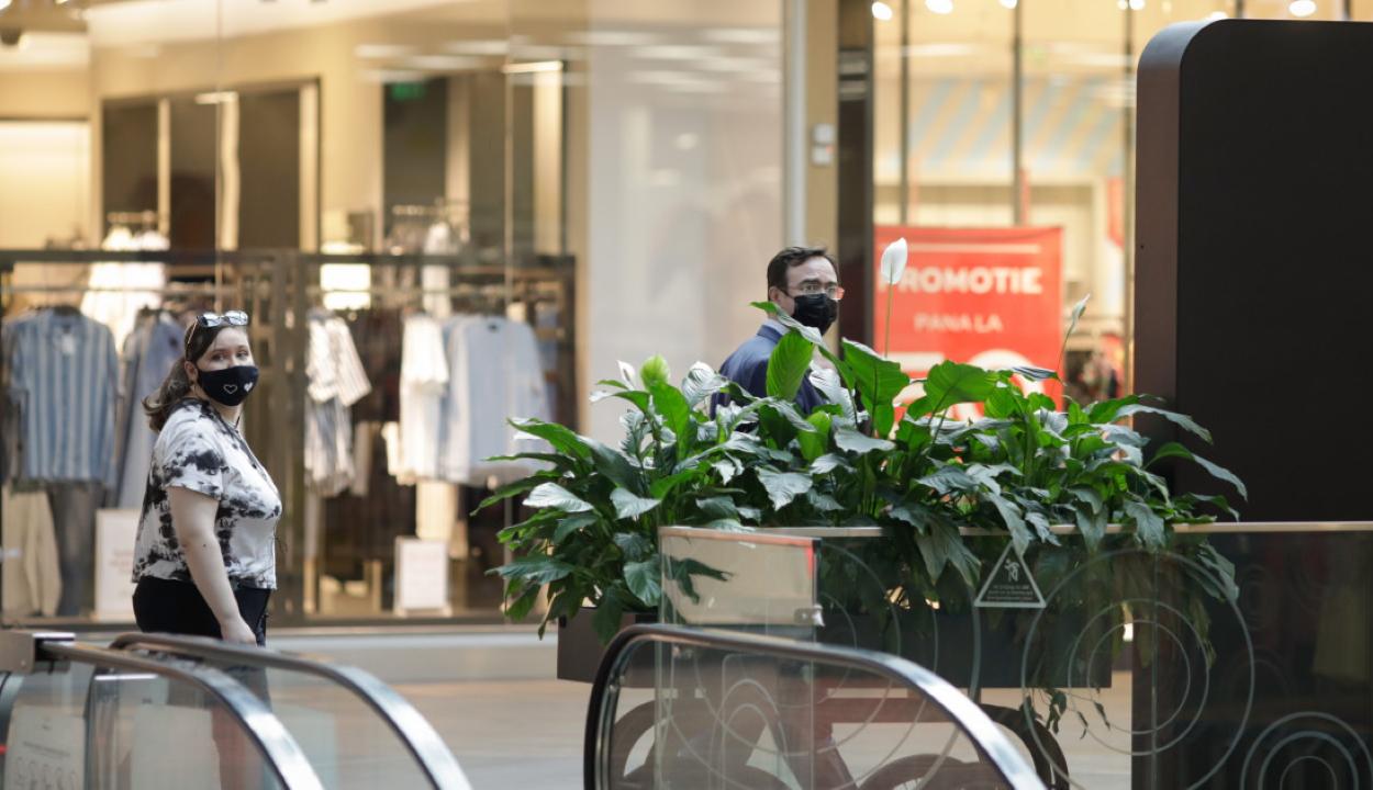 Újabb határozatot fogadott el a CNSU, a bevásárlóközpontba való belépéshez is kell zöldigazolvány