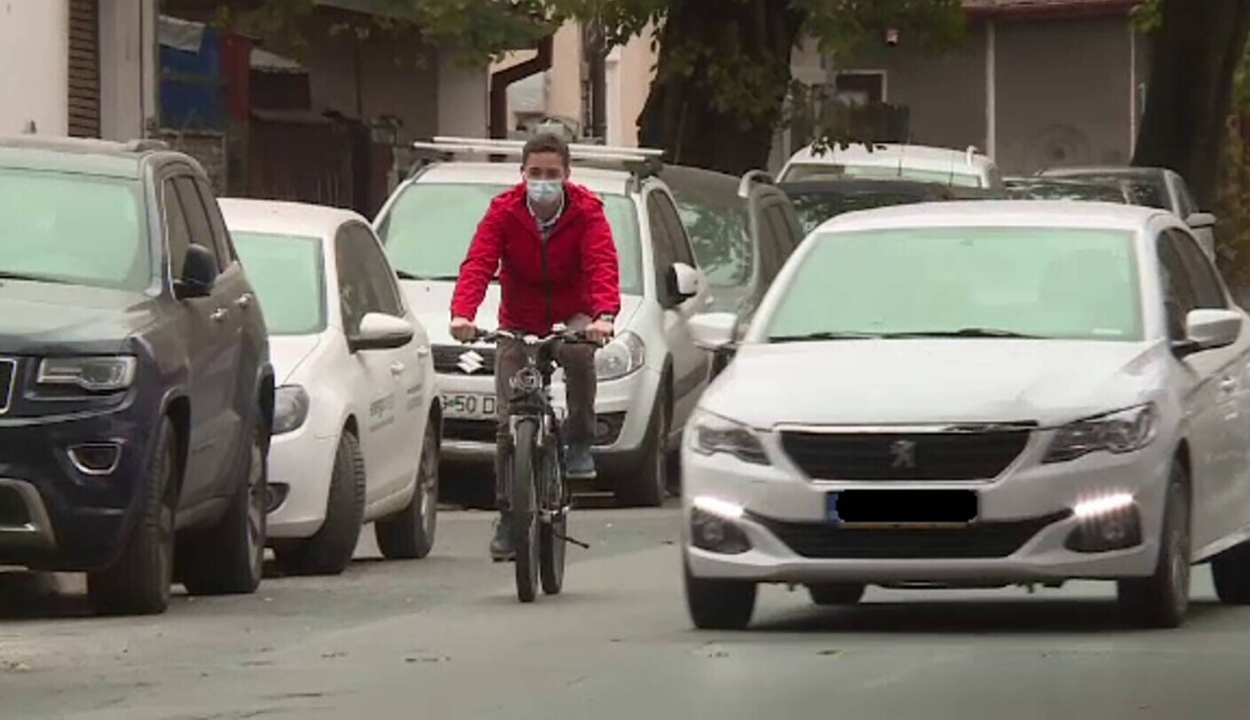 A biciklisek és rolleresek javára módosult a KRESZ