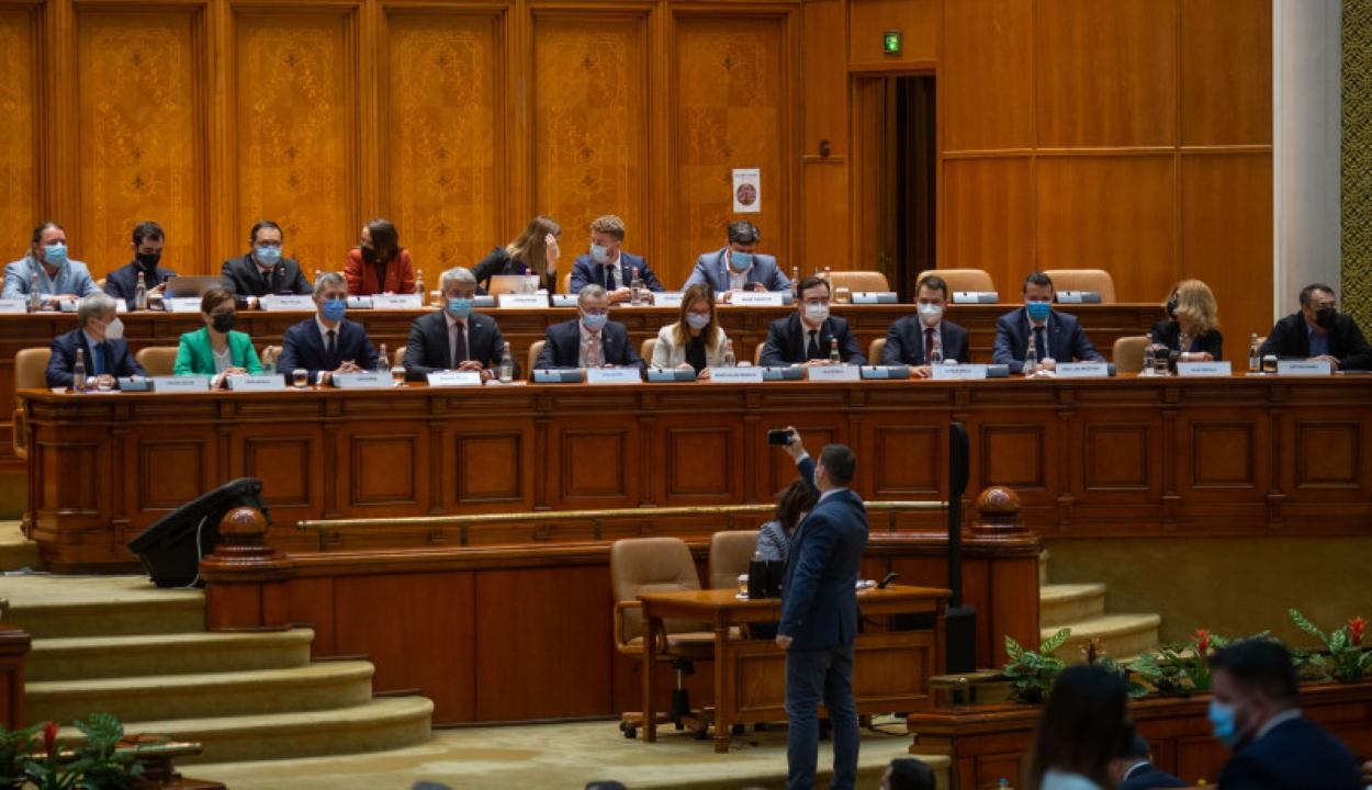A Cioloş-kormány beiktatásáról szavaz a parlament