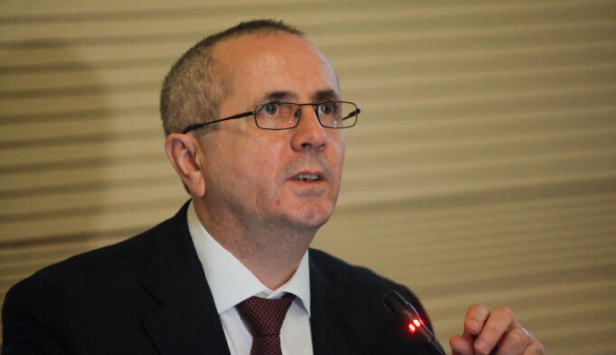 Az orvosi kamara elnöke támogatja a vírustagadó és oltásellenes orvosok szankcionálását
