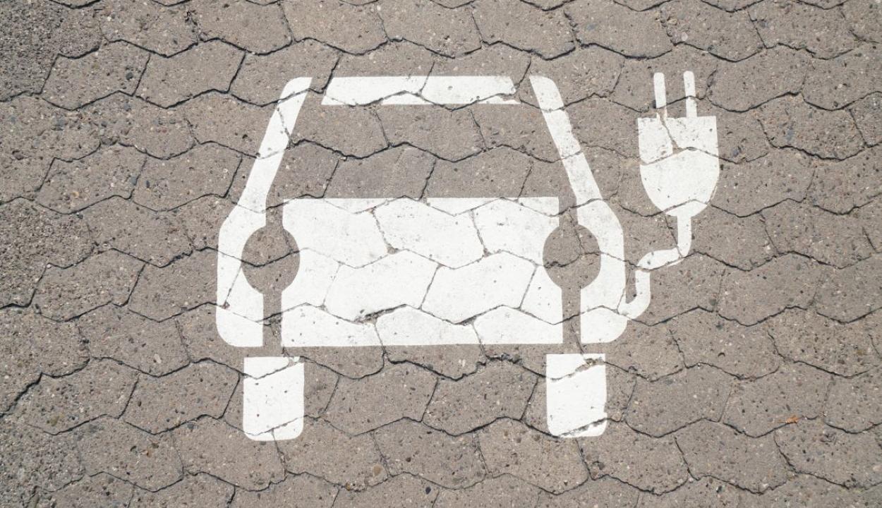 Zöld rendszámtábla az elektromos autóknak, előnyök a tulajdonosaiknak