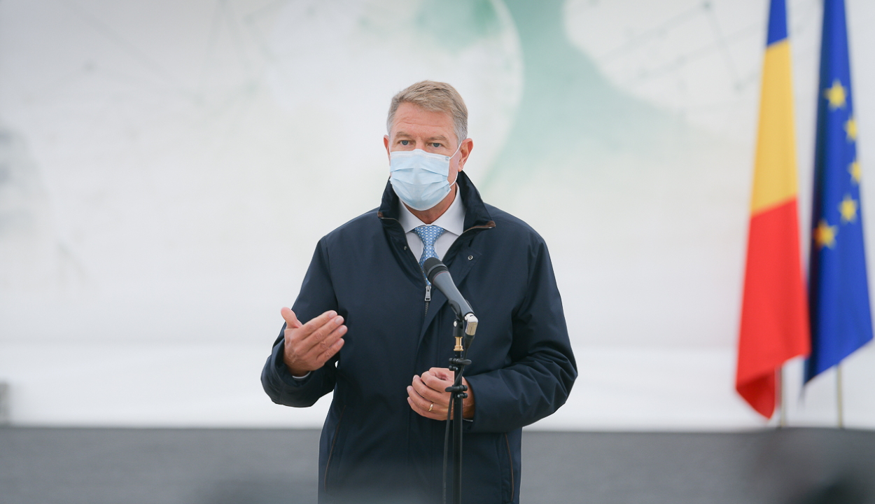 Iohannis szerint addig van szükség a védőmaszk folyamatos használatára, amíg kellő szintre nő az átoltottság