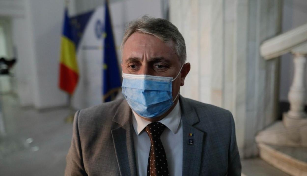 Belügyminiszter: börtönbe fognak kerülni a hamis oltási igazolványt használók