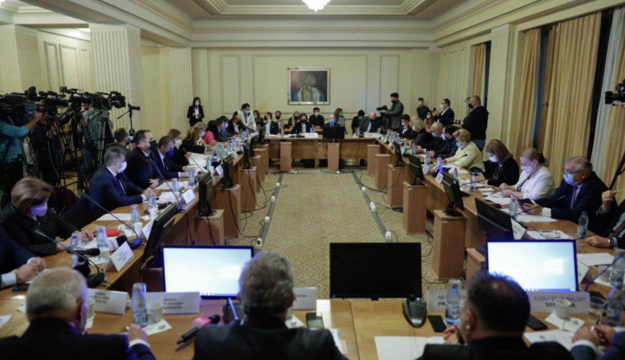 Negatívan véleményezték a szakbizottságok Dacian Cioloş miniszterjelöltjeit